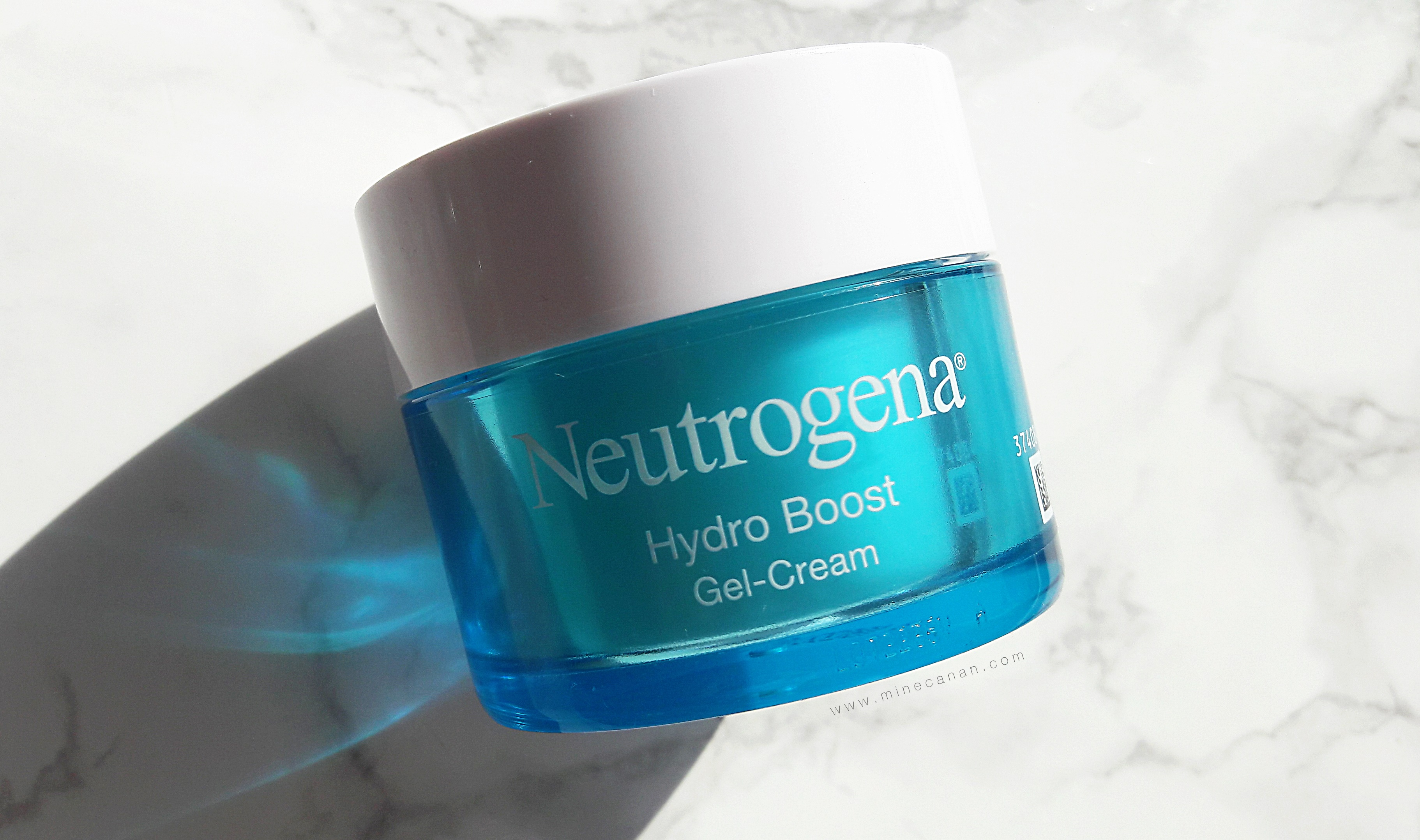 Neutrogena Hydro Boost Water Gel | Blog by Mine Canan